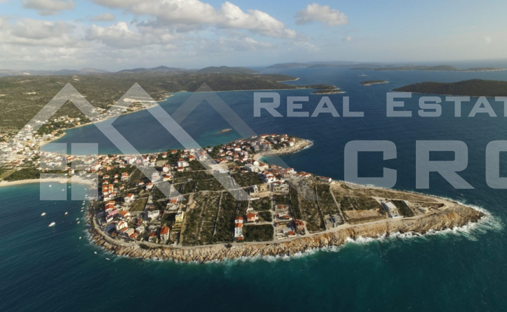 Villa in the first row to the sea for sale, vicinity of Rogoznica
