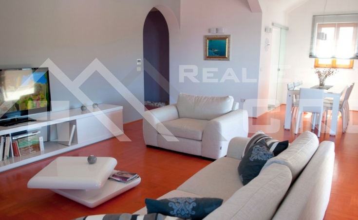 Apartment house with a beautiful sea view for sale, Brac Island (4)