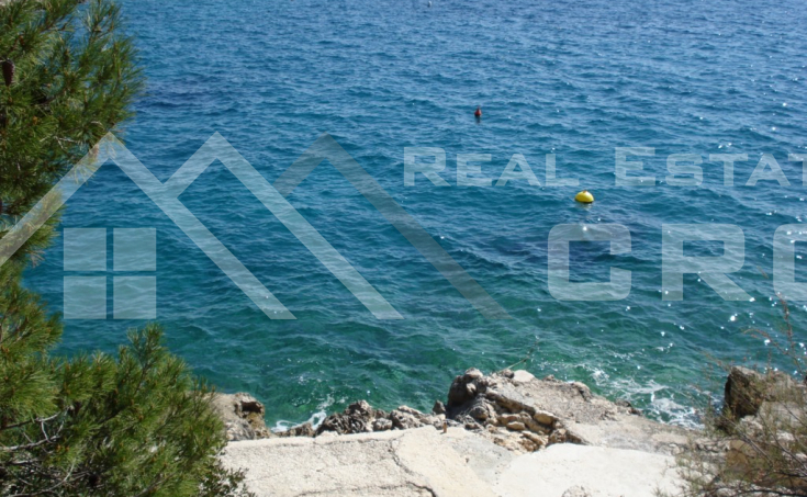 Luxurious hotel in the first row to the sea for sale, middle Adriatic