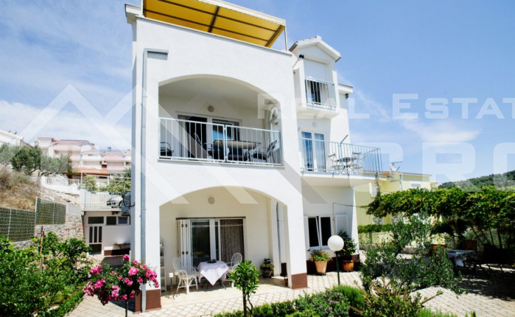 House with a sea view on the Island of Ciovo, for sale (3)