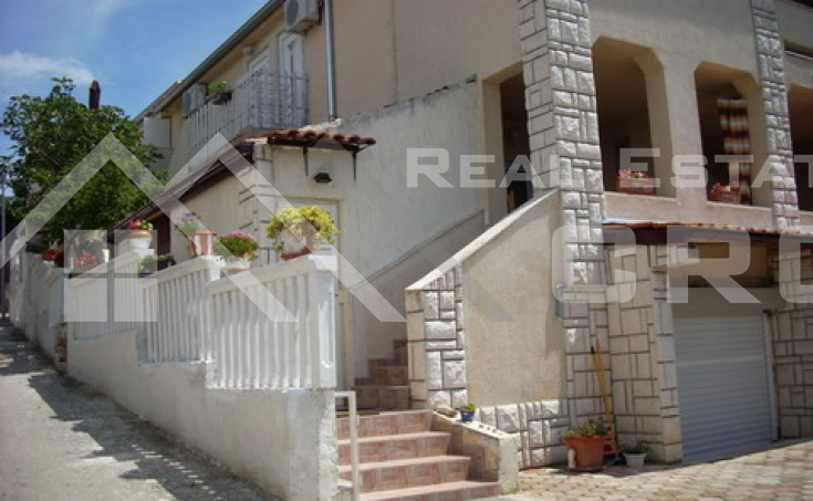The apartment house in the first row to the sea for sale, Primosten (1)