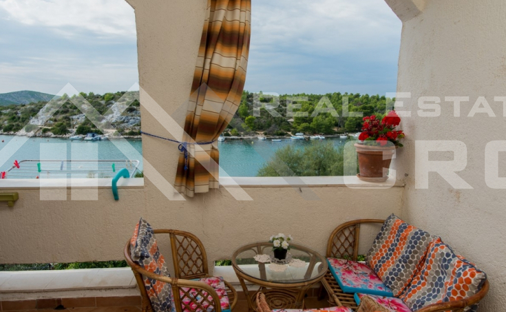 The apartment house in the first row to the sea for sale, Primosten (7)