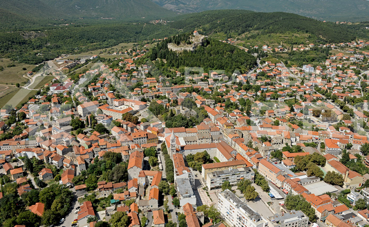 Commercial properties for sale, extremely attractive location in Sinj