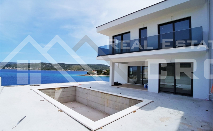 Exclusive villa in the first row to the sea for sale, Rogoznica