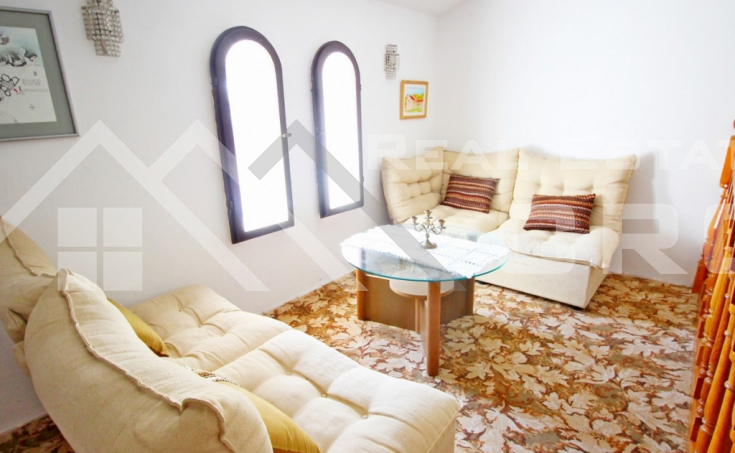 House with yard for sale, Ciovo Island (2)
