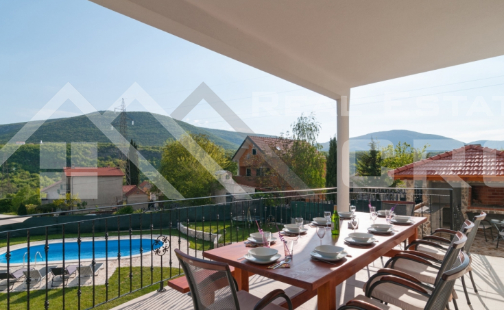Family villa with swimming pool in Sinj, for sale (1)