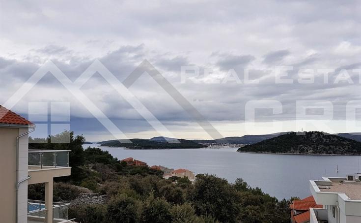 Nekretnine Rogoznica - Novoizgrađena vila s bazenom, na prodaju