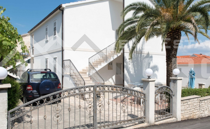 Apartment house with beautiful sea view in Supetar, Brac Island, for sale