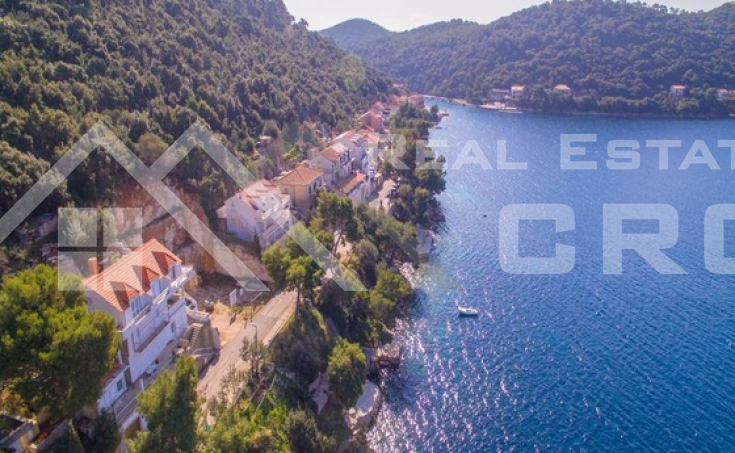 Building land in the first row to the sea on Lastovo Island, for sale (1)