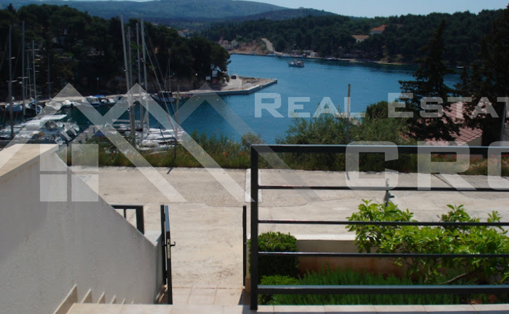 Apartment for sale, extremely attractive location in Milna, Brac island (2)