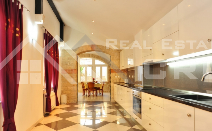 Magnificent stone villa with swimming pool and sea view on Brac Island, for sale (11)