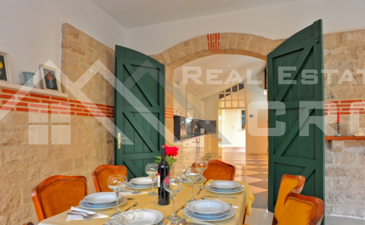 Magnificent stone villa with swimming pool and sea view on Brac Island, for sale (12)