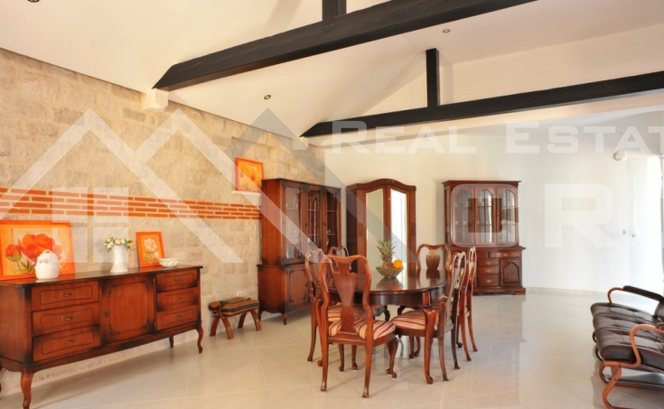 Magnificent stone villa with swimming pool and sea view on Brac Island, for sale (14)