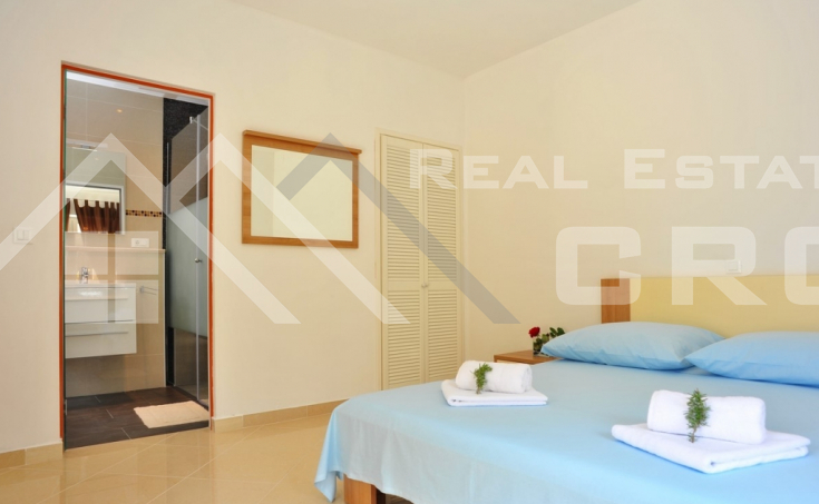 Magnificent stone villa with swimming pool and sea view on Brac Island, for sale (24)
