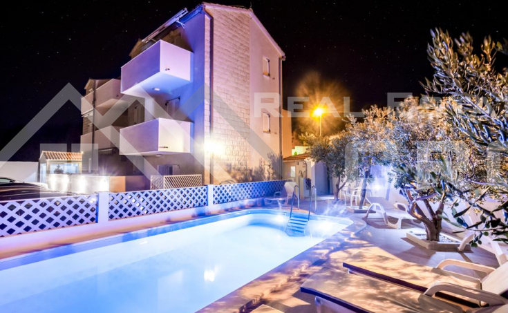 Apartment complex of 12 apartments in an attractive location on Brac Island, for sale