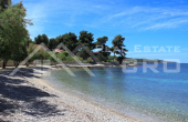 House with a large courtyard on Brac Island, for sale (1)
