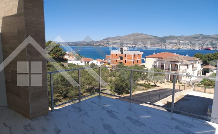 The apartment with the sea view on Ciovo Island, for sale