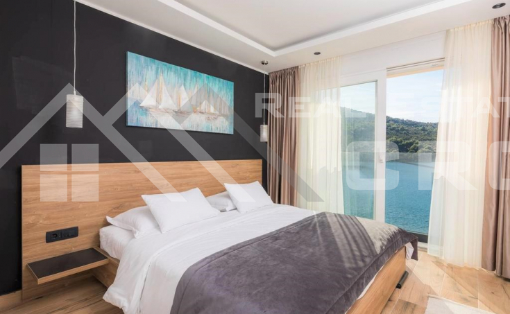 Newly built villa in the first row to the sea for sale, Trogir (4)
