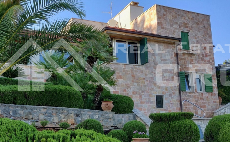 Villa with swimming pool and sea view for sale, Brac Island