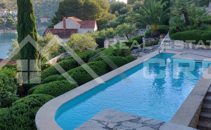 Villa with swimming pool and sea view for sale, Brac Island (2)