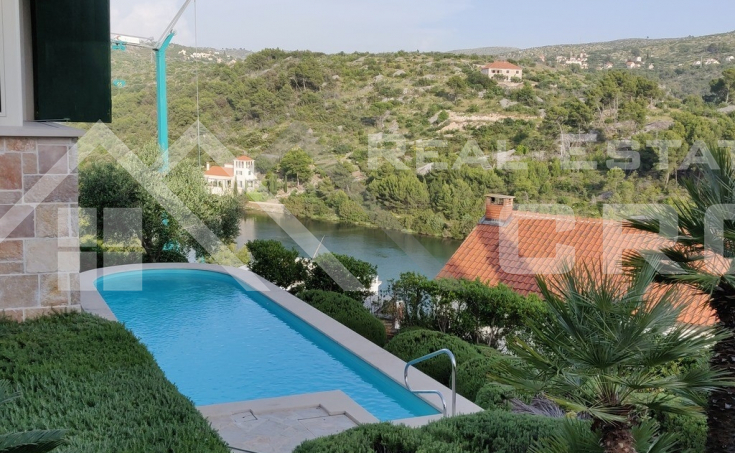 Villa with swimming pool and sea view for sale, Brac Island (3)