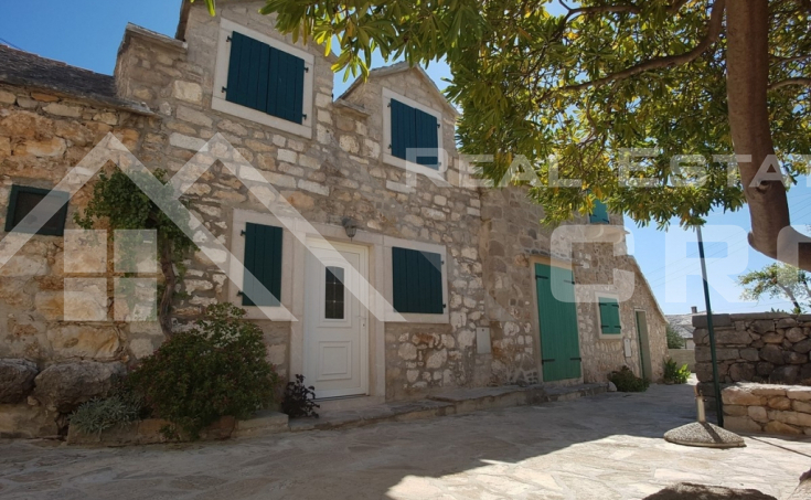 Renovated stone house in a nice location in Bol, for sale