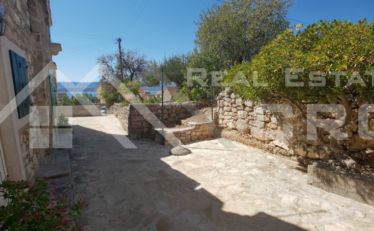 Renovated stone house in a beautiful location in Bol for sale (2)