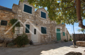 BR651, Renovated stone house in a nice location in Bol, for sale