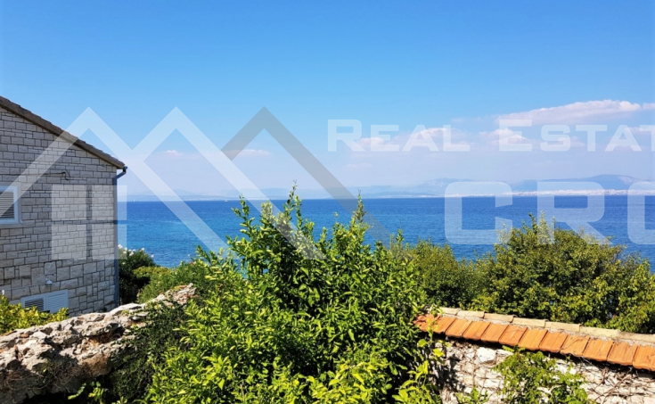 Old stone house with garden close to the sea in Sutivan for sale (11)