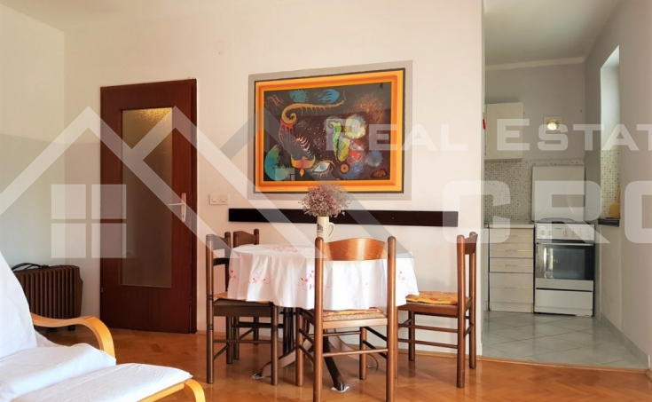 Three-bedroom apartment in highly attractive location for sale (2)