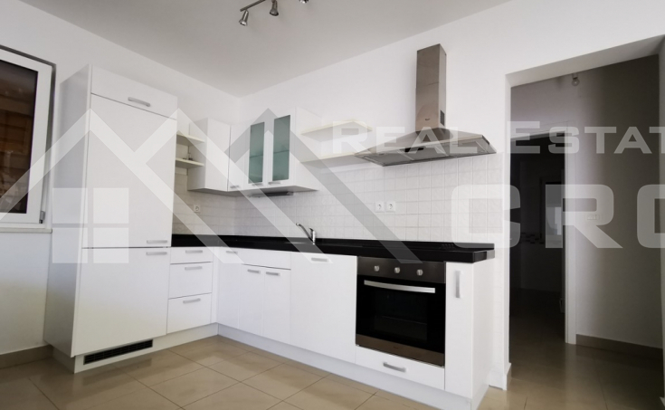 Comfortable three-bedroom apartment in a highly attractive location on Brac Island, special price (2)
