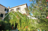 BR673, Beautiful stone house with big garden in Supetar, island Brac, for sale