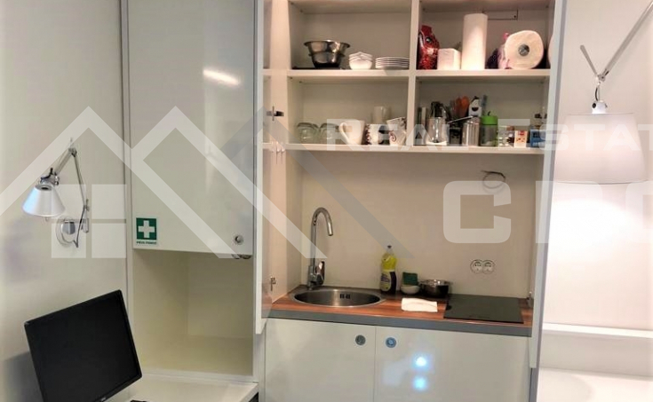 Business premise in an attractive location in Split, for sale (4)