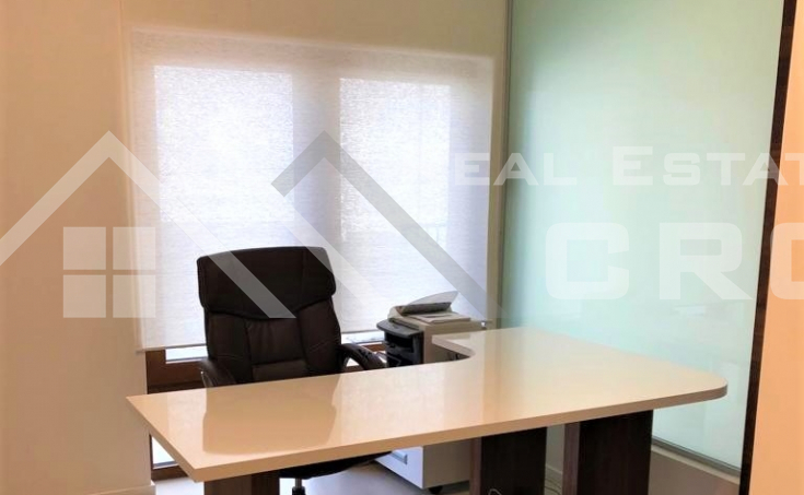 Business premise in an attractive location in Split, for sale (6)