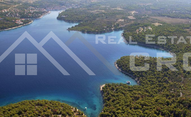 House in bay close to Milna, Island Brac, for sale