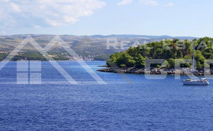 Kuća s bazenom i pogledom na more na prodaju, u blizini Milne, Brač (2)