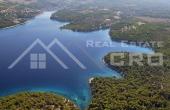 Kuća s bazenom i pogledom na more na prodaju, u blizini Milne, Brač (1)