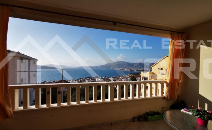 Potpuno opremljen stan s prekrasnim pogledom na more u Okrugu Gornjem, otok Čiovo, na prodaju (1)