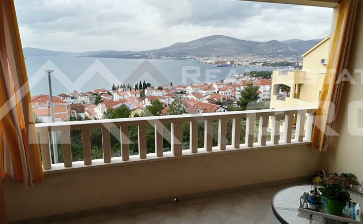 Fully furnished apartment with beautiful sea view in Okrug Gornji, island Ciovo, for sale