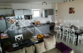 Potpuno opremljen stan s prekrasnim pogledom na more u Okrugu Gornjem, otok Čiovo, na prodaju (6)