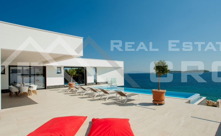 Korcula properties – Modern villa with overflow swimming pool in the first row to the sea on Korcula Island, for sale (14)