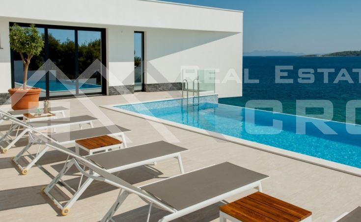 Korcula properties – Modern villa with overflow swimming pool in the first row to the sea on Korcula Island, for sale (15)