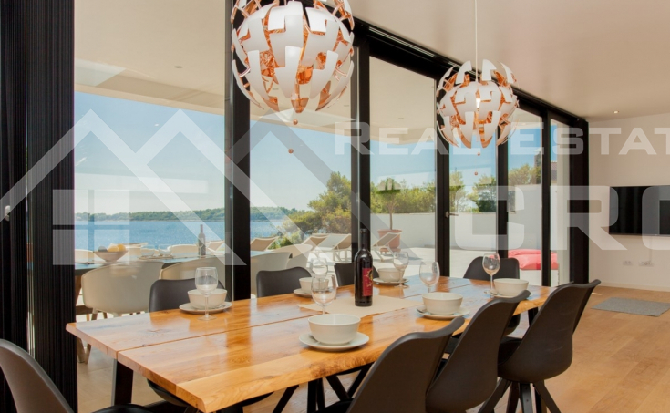 Korcula properties – Modern villa with overflow swimming pool in the first row to the sea on Korcula Island, for sale (2)