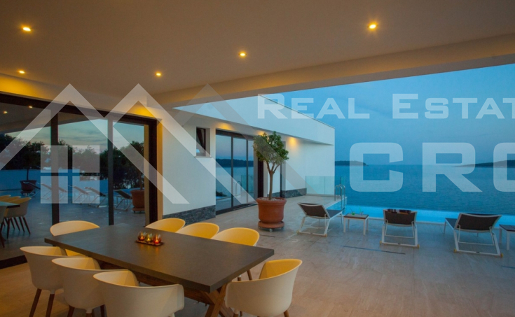 Korcula properties – Modern villa with overflow swimming pool in the first row to the sea on Korcula Island, for sale (22)