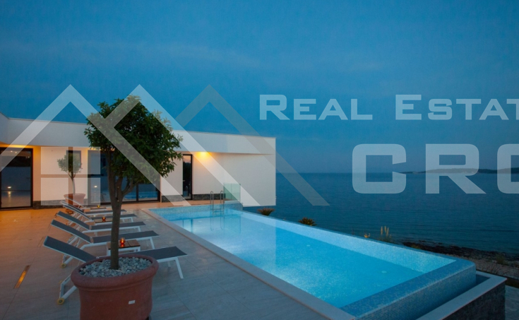 Korcula properties – Modern villa with overflow swimming pool in the first row to the sea on Korcula Island, for sale (23)