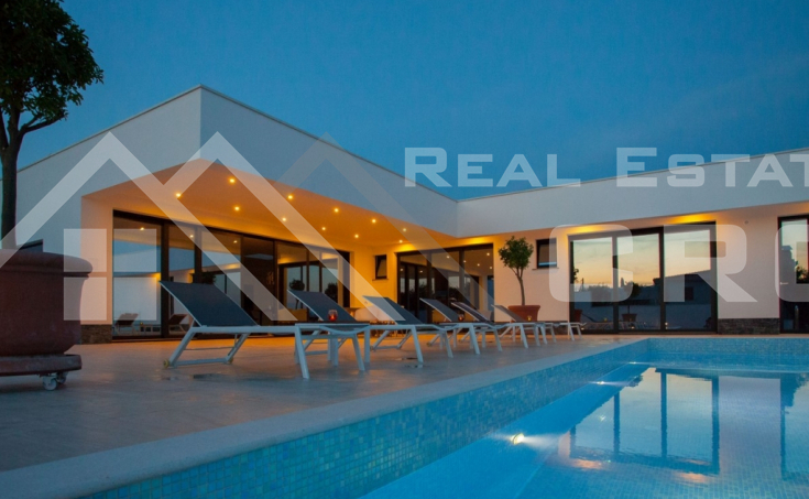 Korcula properties – Modern villa with overflow swimming pool in the first row to the sea on Korcula Island, for sale (24)