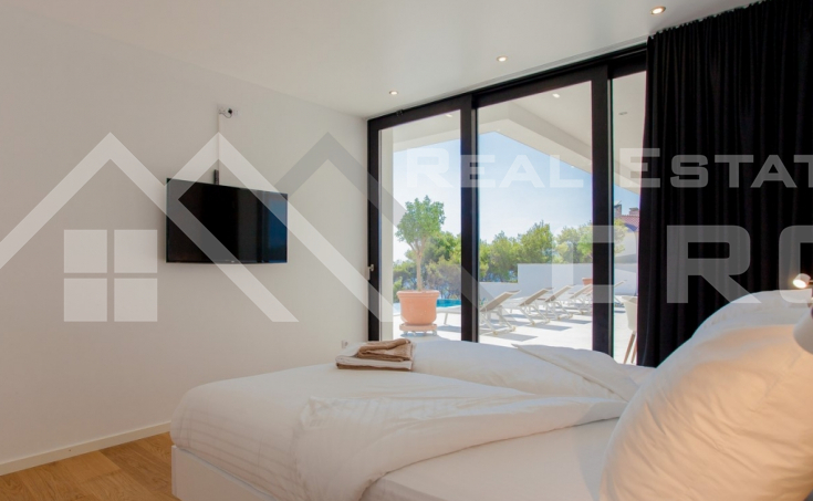 Korcula properties – Modern villa with overflow swimming pool in the first row to the sea on Korcula Island, for sale (6)