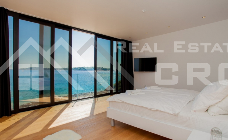 Korcula properties – Modern villa with overflow swimming pool in the first row to the sea on Korcula Island, for sale (9)