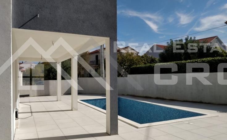 Nekretnine Brač - Moderna novoizgrađena kuća s bazenom, Supetar, otok Brač, na prodaju