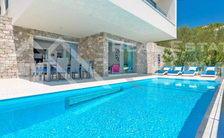Omis properties – Luxurious villa with swimming pool and magnificent sea view, for sale